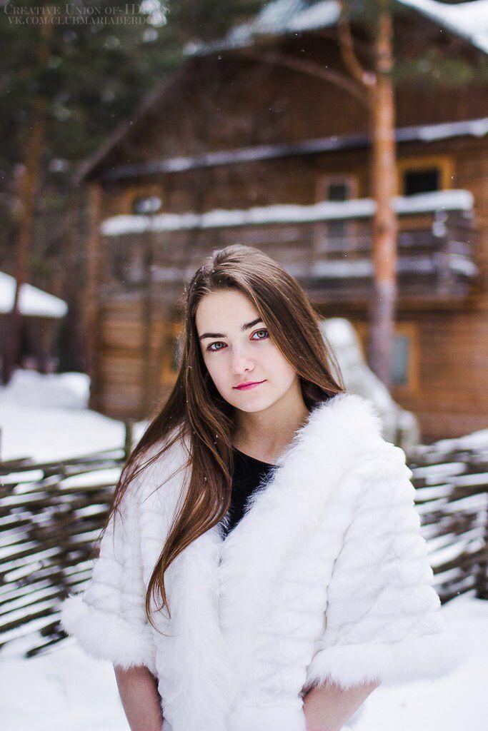 foto-devushek-v-lesu-bez-odezhdi