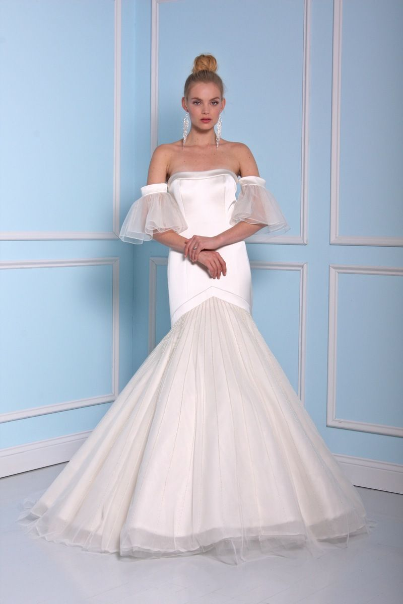 Trumpet style wedding dress by Christian Siriano wedding dresses 2016 | fabmood.com