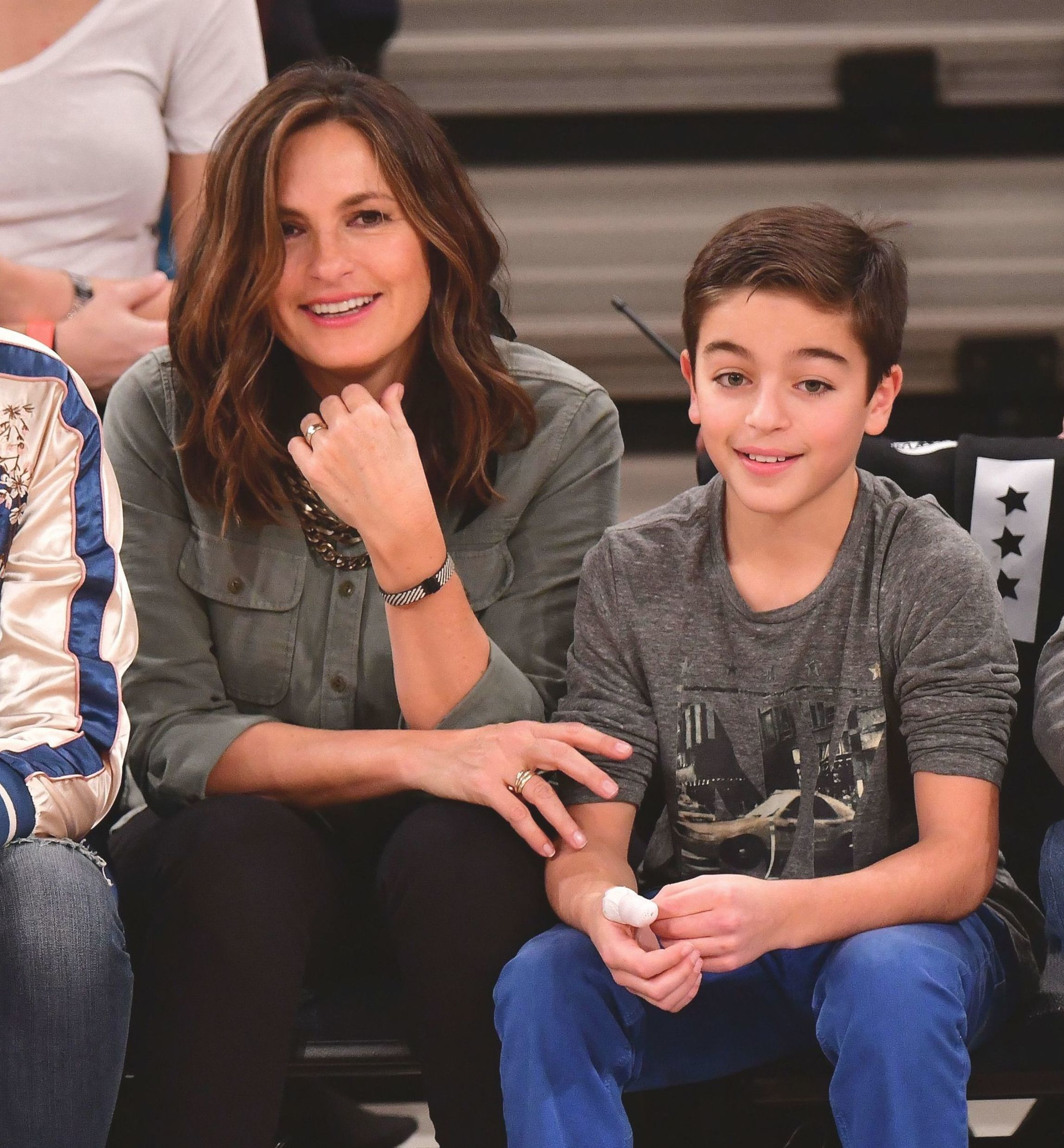 Law Order Svu Star Mariska Hargitay Stepped Out With Her Adorable Look Alike Son Celebrity Moms Mariska Hargitay Brad Pitt