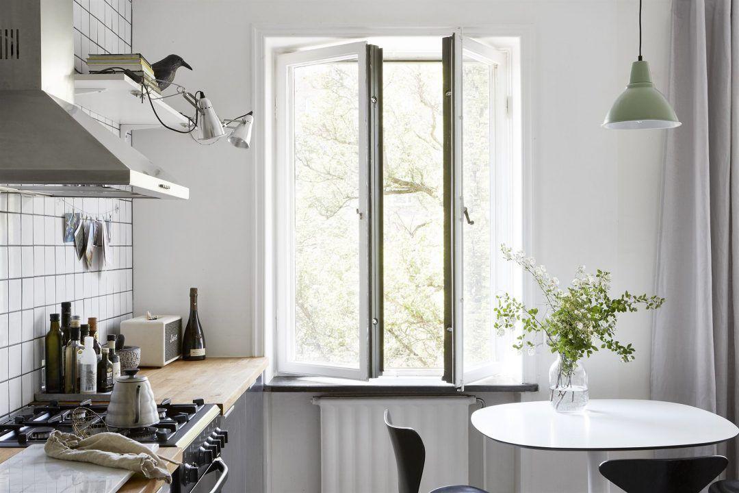 Kleine half open keuken van appartement van 38m2 arquitectura
