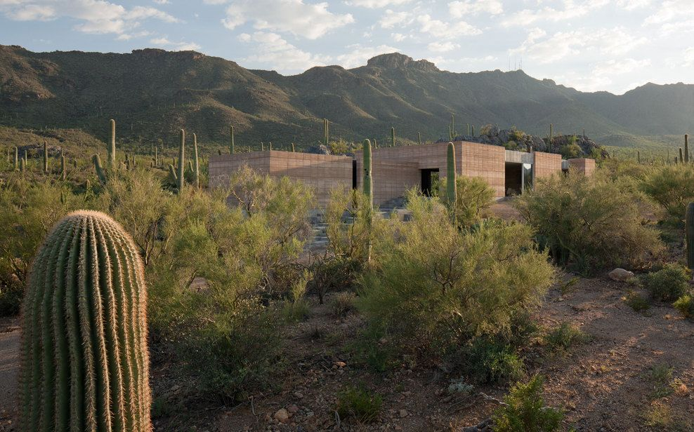dust architects / rammed earth tuscon mountain retreat