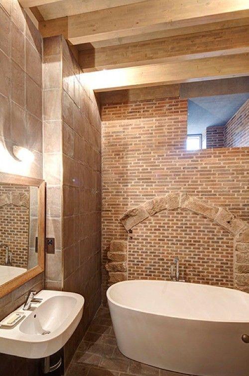 piedra baño.agujero pared para luz