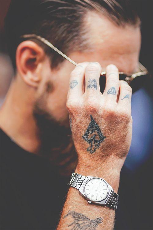 Tatouages Sur Les Doigts Tatouages Doigts Tattoo Style