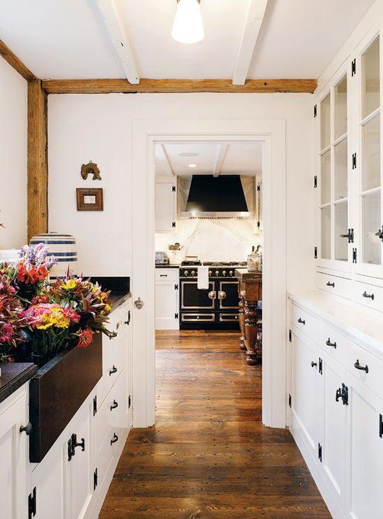 White Cabinets And Black Hardware Seaside Style Nantucket Nest