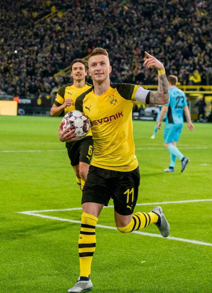Dortmund Germany December 01 Marco Reus Von Borussia Dortmund Feiert Scor Guru Meinmodus Com Borussia Dortmund Bvb Dortmund Dortmund
