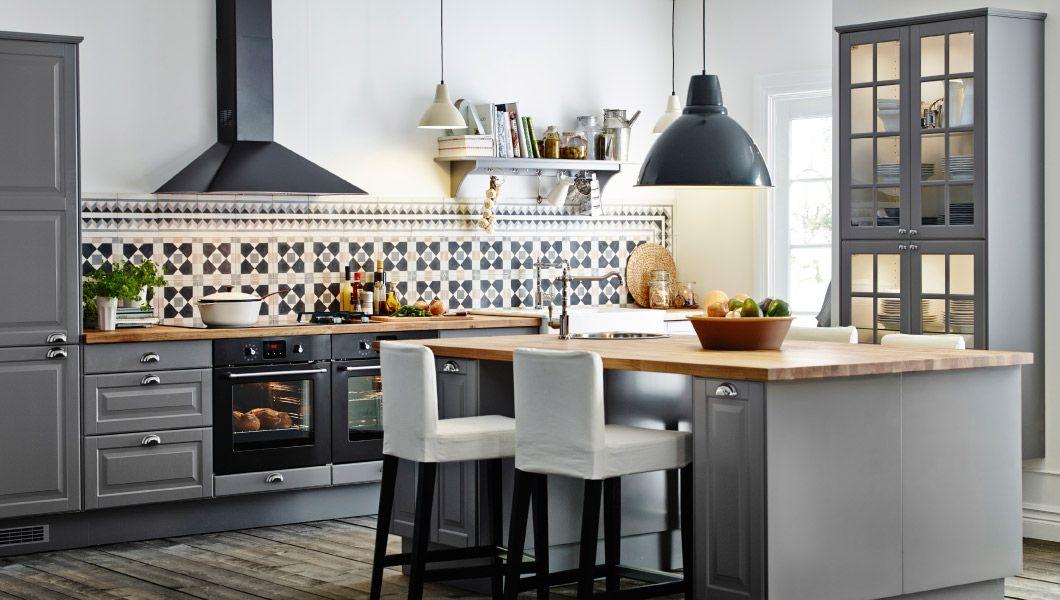 Ikea küchen faktum  Große Küche mit Kücheninsel und Barhockern, u. a. mit FAKTUM ...