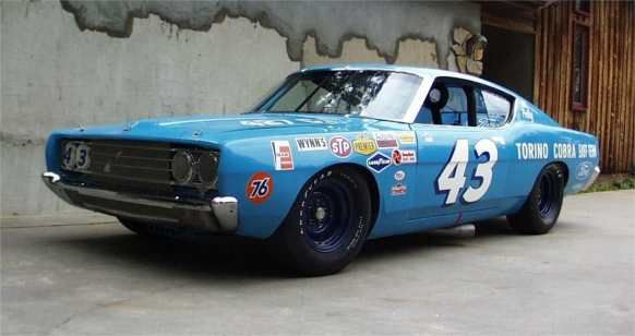 Richard Petty When Petty Was At War With Mopar Driving A Ford