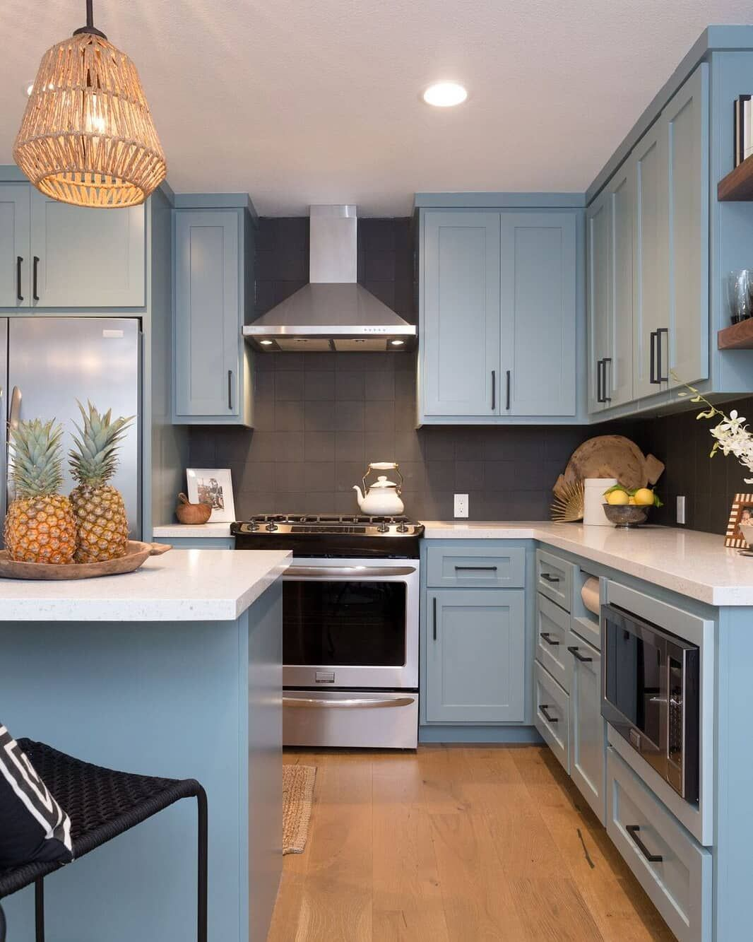 Benjamin Moore On Instagram Builtcustomhomes Used Sea Star 2123 30 On The Cabinets To Transform This Space Into A Bright Coastal Kitchen We Re Sure This De