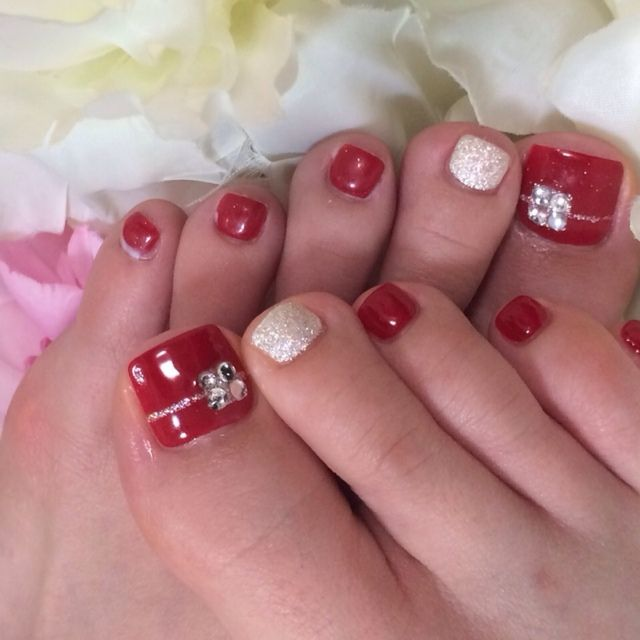 Red toe nail art #nailbook - 30 Best And Easy Christmas Toe Nail Designs Christmas Toes, Toe