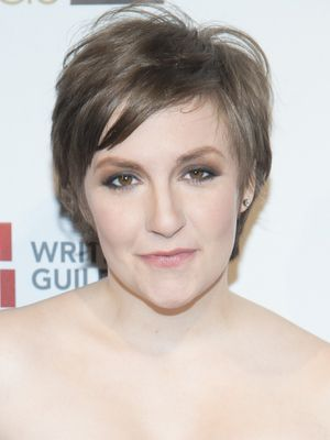 Lena Dunham Grown Pixie How To Grow Out A Pixie Cut Faster Short