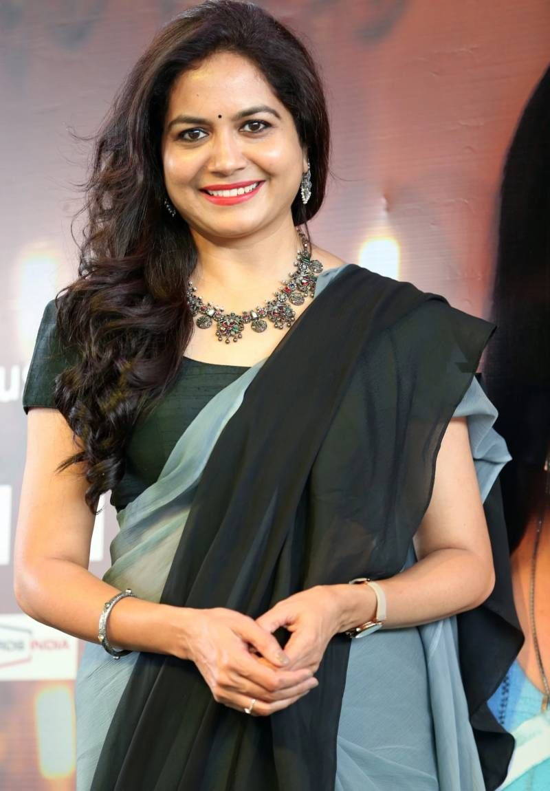 South Indian Singer Sunitha Long Hair In Black Saree in 2020 ...