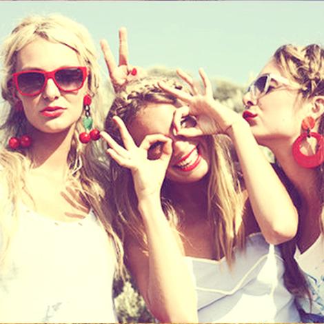 Happy girls are the prettiest! #Girls #tees #teengirls #30somethingwomen