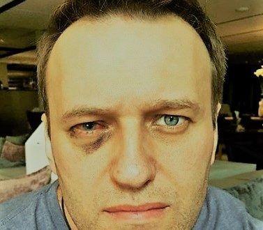Навальный объяснил, откуда у него загранпаспорт