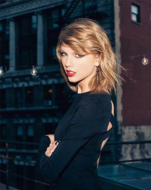 HAPPY HAPPY BIRTHDAY TO THE ONE AND ONLY MISS. TAYLOR SWIFT! LOVE YOU TAY TAY AND HOPR YOU HAVE THE BEST 25TH EVAAAA!!!!