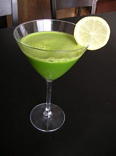 Green Lemonade  1 cup spinach, loosely packed  1 lemon  3 apples  2-3 cups of water  1 cup of ice