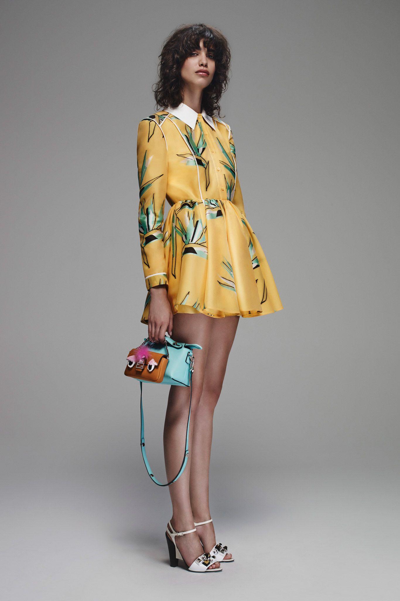 Las micro bags en colores llamativos como complemento perfecto de tu outfit