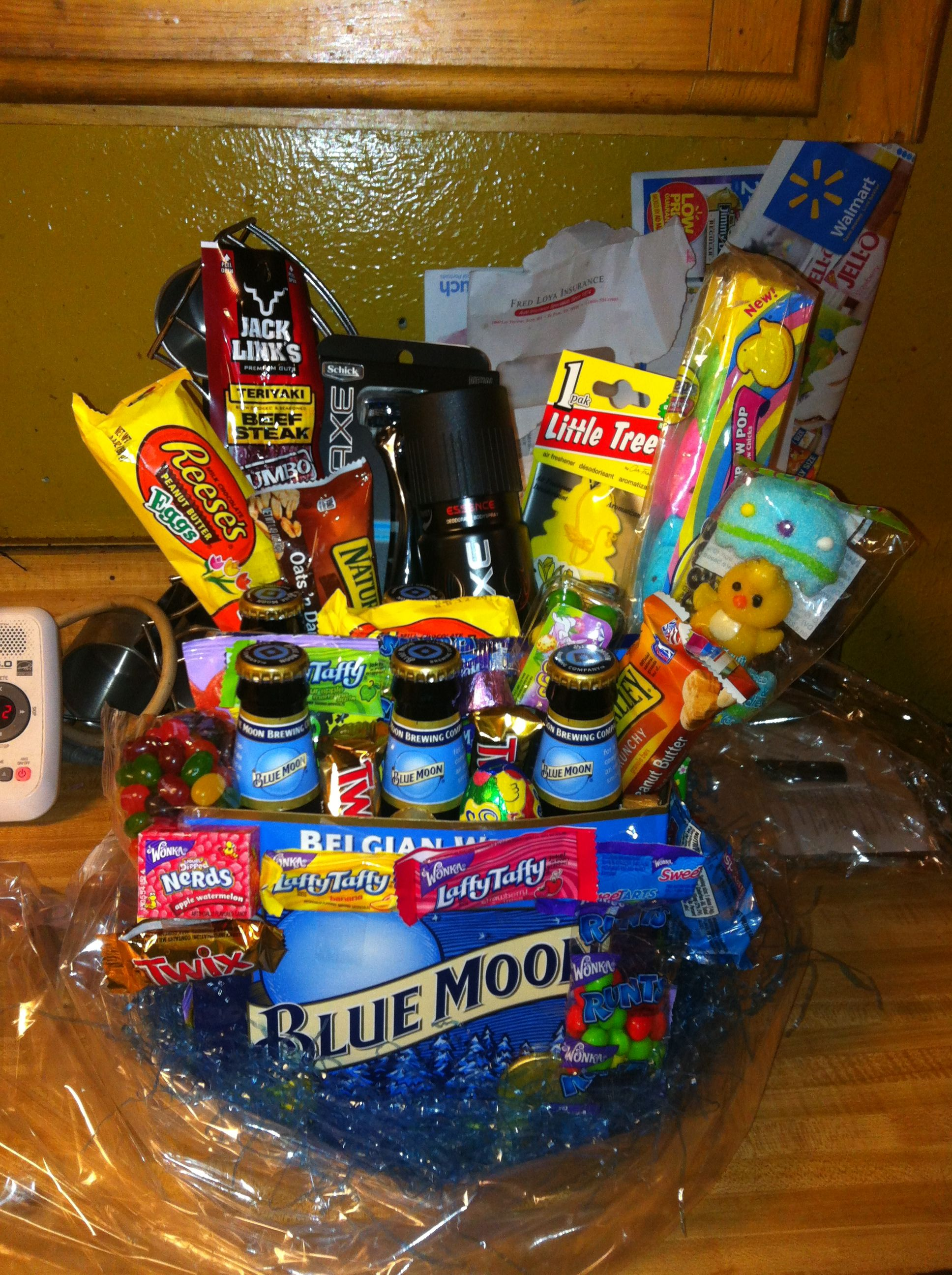 man easter basket i made for my boyfriend party ideas pinterest