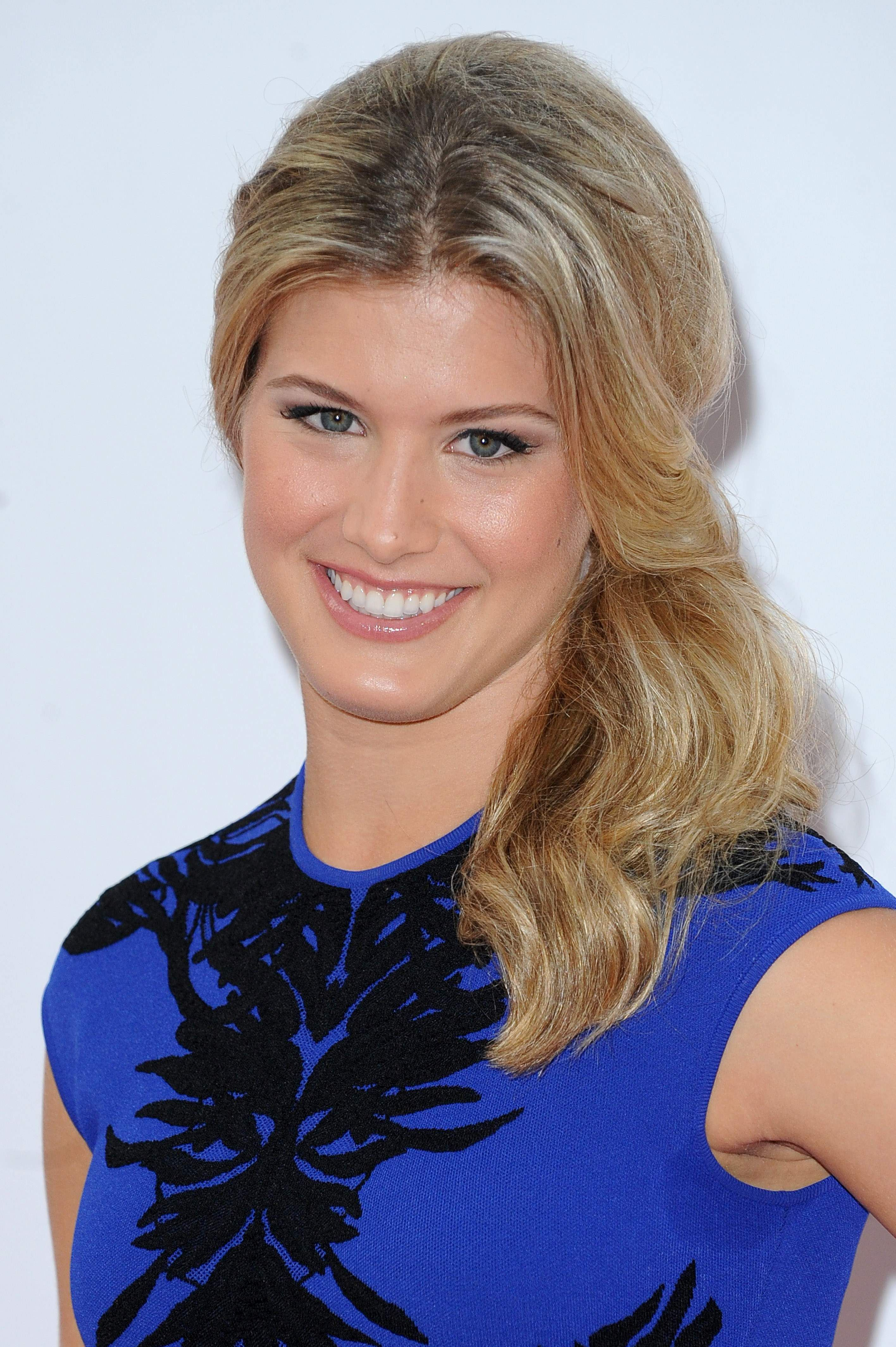Pin By Game Set Fab On Wta Strong Is Beautiful Eugenie Bouchard Side Hairstyles Tennis Players Female
