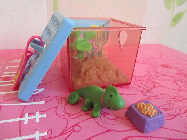 color change chameleon ready to go pets throwback. Black Bedroom Furniture Sets. Home Design Ideas