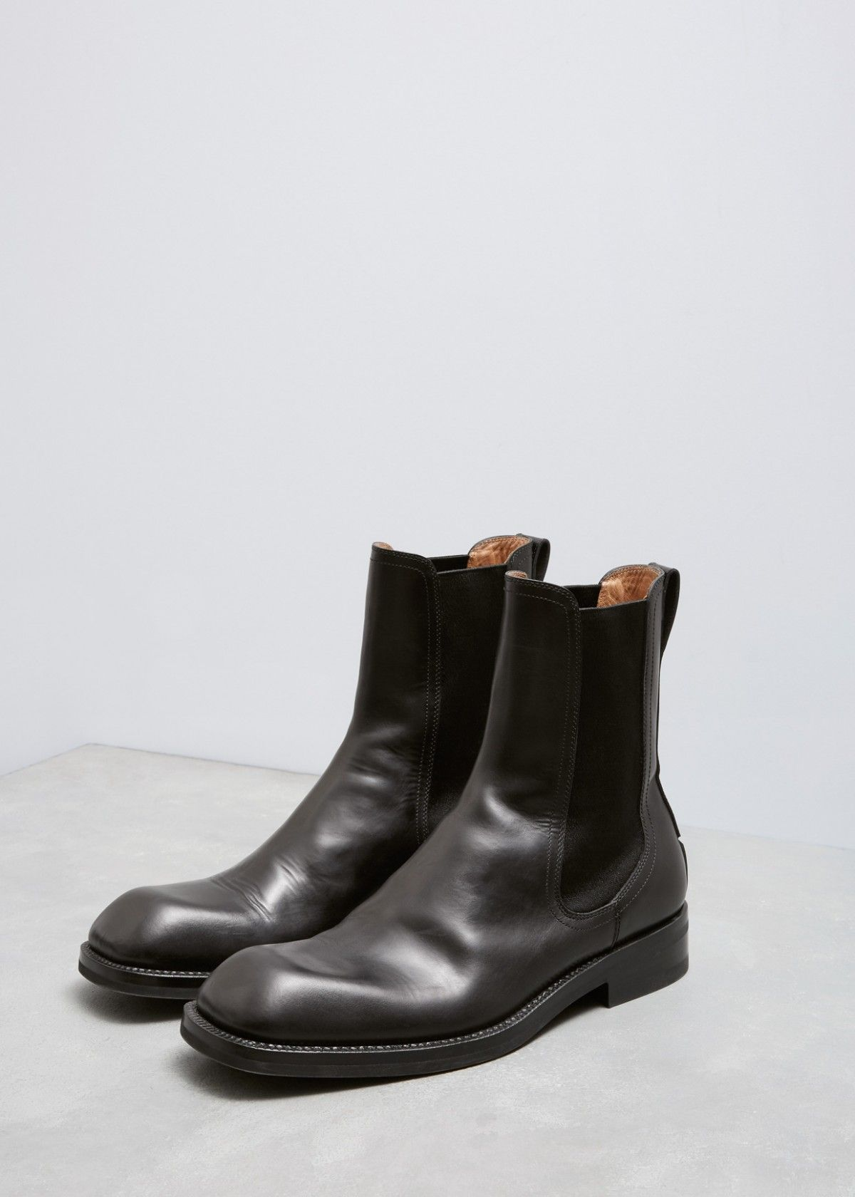 877e6cd3ae1 Chelsea ankle boot in smooth black leather with square toe.