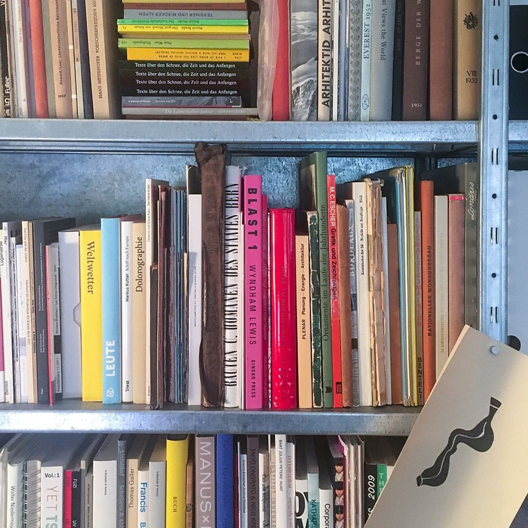 This is a snapshot of one of the bookshelves at Reto Moser's studio space in Bern. The book selection includes eeeeeeeeverything you need to know to do proper type design; Art history, Architecture, Dada and the global weather (Weltwetter)!? 🤔    #GrilliType #typography #graphicdesign #design #typeface #font #typedesign #typefoundry  #📷#typematters #designlovers #swissstyle #logo #truetype #otf #studiospace #design #book #bookshelf / We create designs people love at tegra.co growth agenc