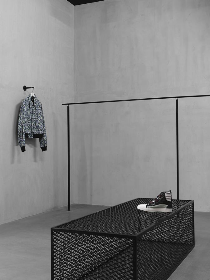 Mahani concept store faye toogood spatium for Muebles industriales usados