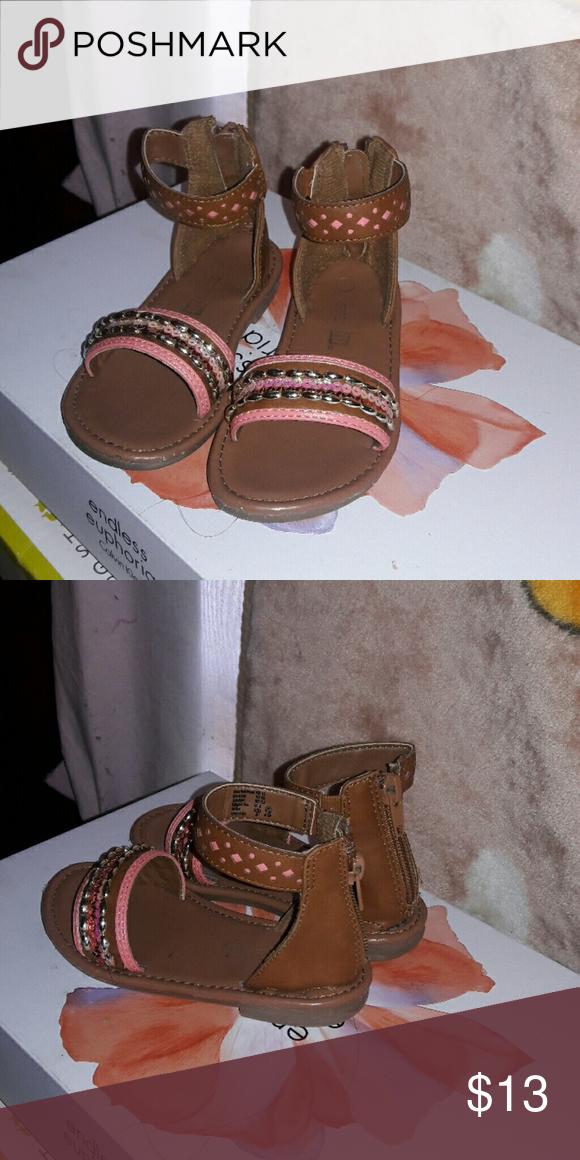 Sandals Used but I'm good condition smart fit Shoes Sandals & Flip Flops