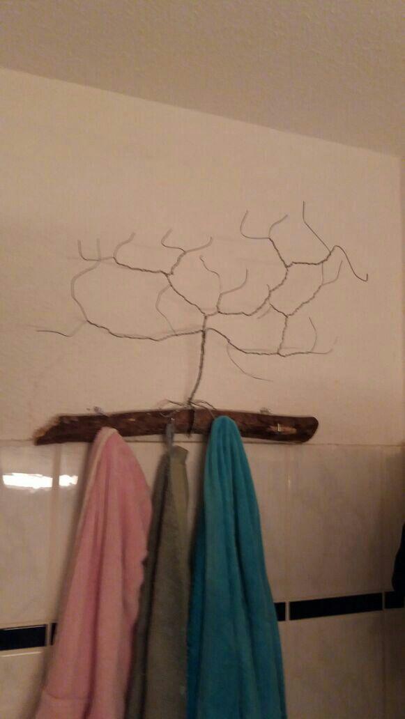 Unser Handtuchhalter Ein Stuck Treibholz Mit Einem Draht Baum Handtuchhalter Halte Durch Treibholz