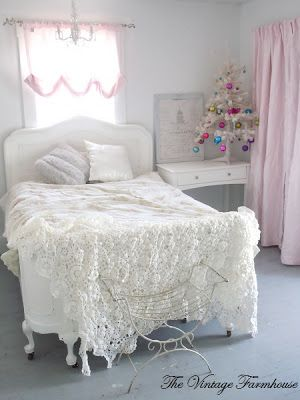 Cottage of the Week: The Vintage Farmhouse Lacy throw