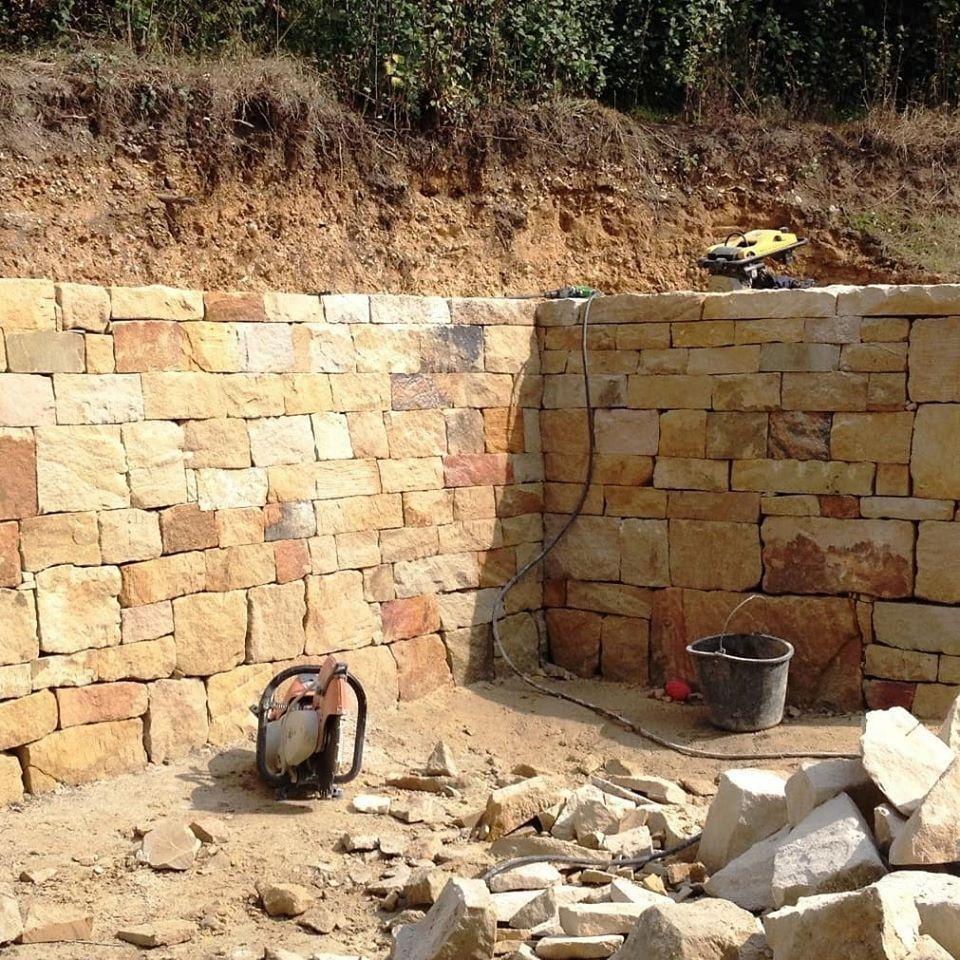 Trockenmauer gefällig 🧐 hier sind 65 Tonnen europäischer