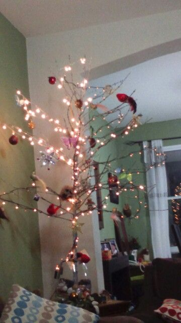 Árbol de Navidad hecho con rama de cafeto salvadoreño