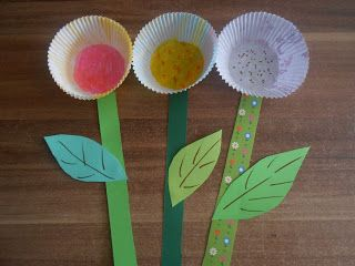 Photo of Blomsterhåndverk laget av papir- og muffinsaker – mer på forum.folia.de / …