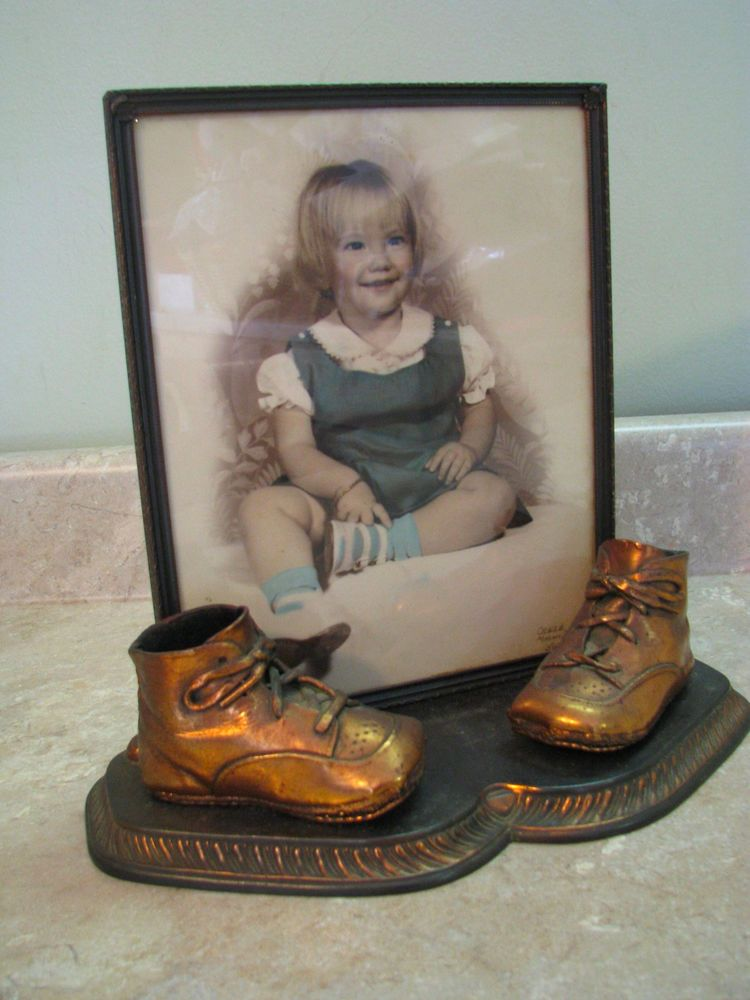 VTG/ANTIQUE Mounted Bronze Baby Shoes