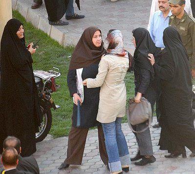 Iran Two Women Whipped In Sanandaj Ncri Women Iranian Girl Women Life