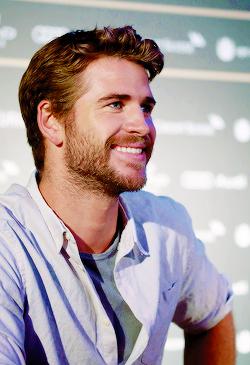 Épinglé sur Liam Hemsworth