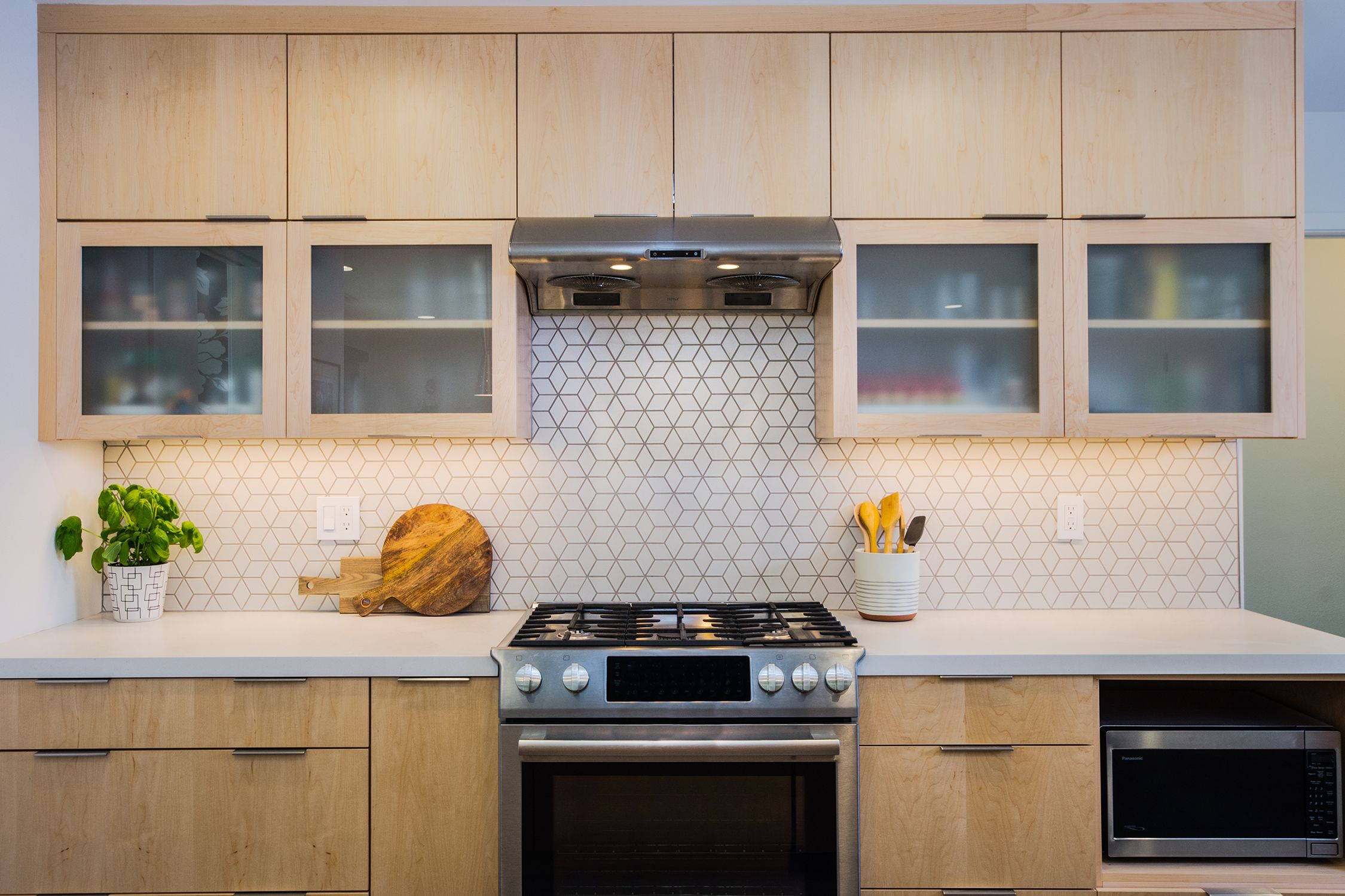 """The backsplash was achieved by laying the """"Little Diamond ... on Backsplash For Maple Cabinets  id=50831"""