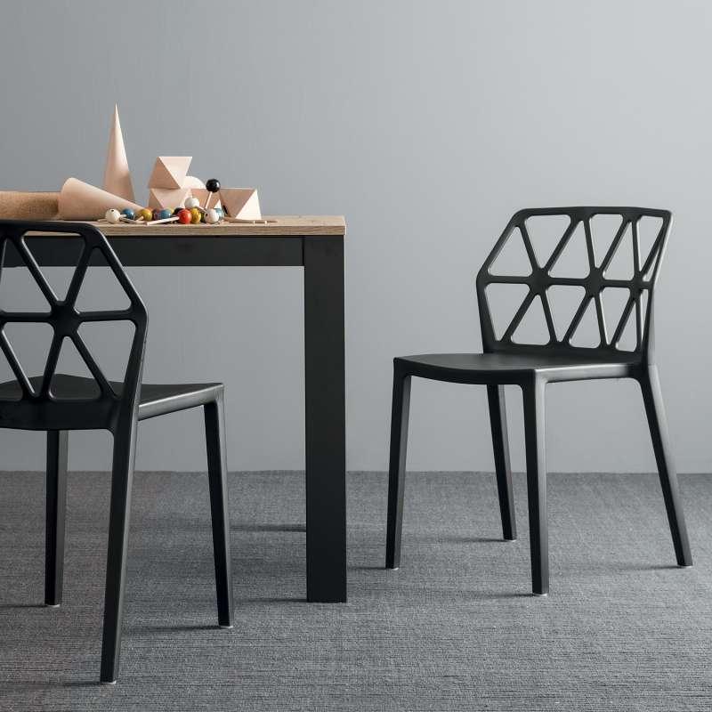 Chaise Design Empilable En Polypropylene Alchemia Connubia Chaise Design Chaise Plastique Chaise Salle A Manger