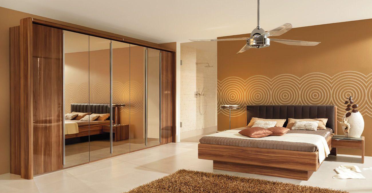 Schlafzimmer Hardeck ~ Schlafzimmer mit überbau betten und schränke holz schlafzimmer
