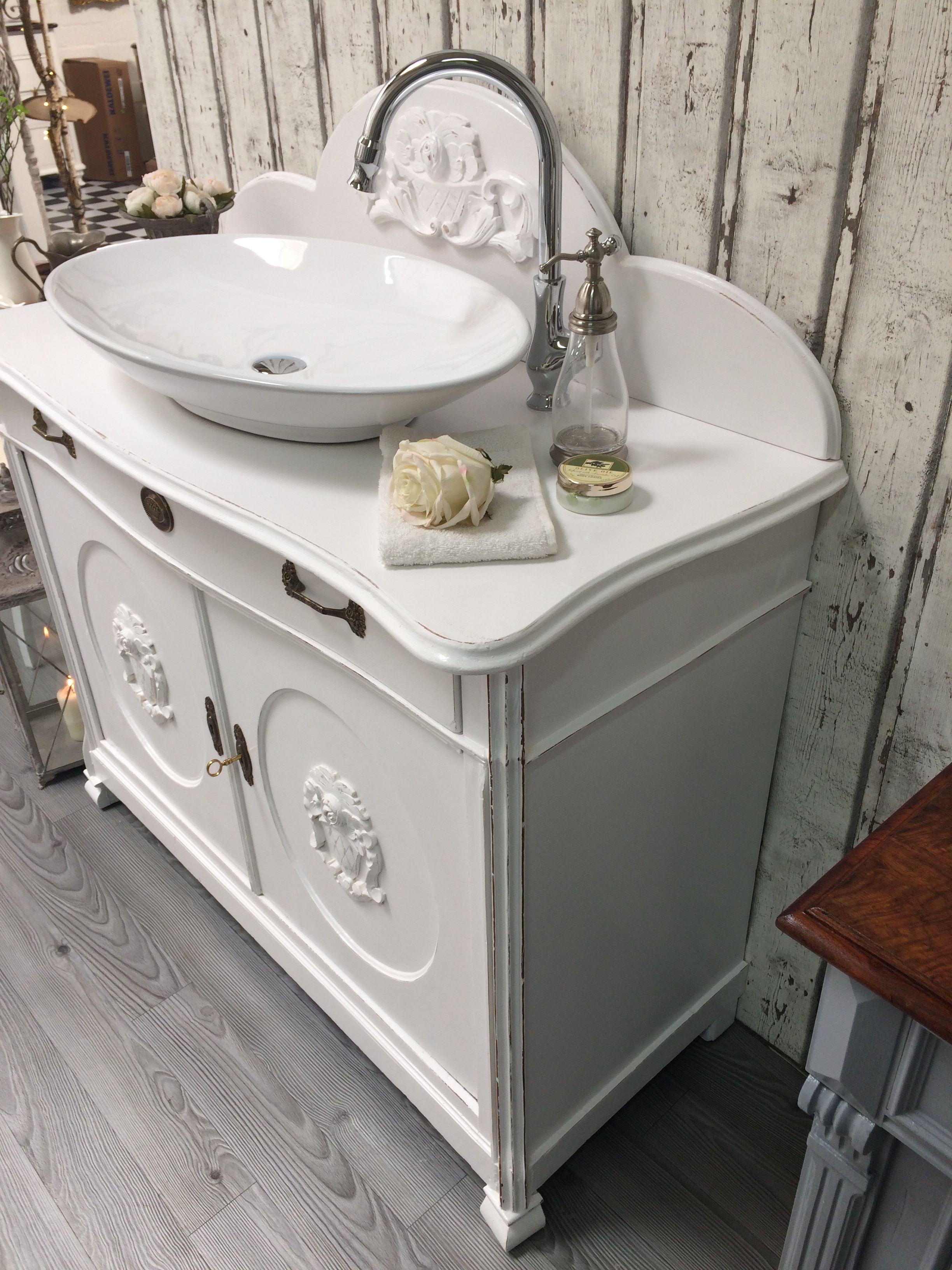 Land Liebe Badmobel Romantischer Waschtisch So Eine Waschkommode Verwandelt Jedes Badezimmer In Ein Shabby Chic Zimmer Shabby Chic Badezimmer Waschtisch