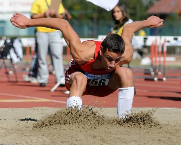 New research looks at simple coaching cues that improve standing long jump performance, and the effect of external versus internal focus on athletic performance.