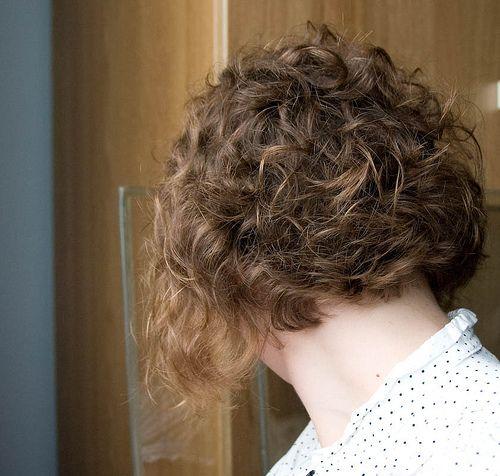 Short Curly Layered Bob Haircut Beyonce Knowles Curly Hairstyle Haircuts For Curly Hair Curly Hair Styles Curly Bob Hairstyles