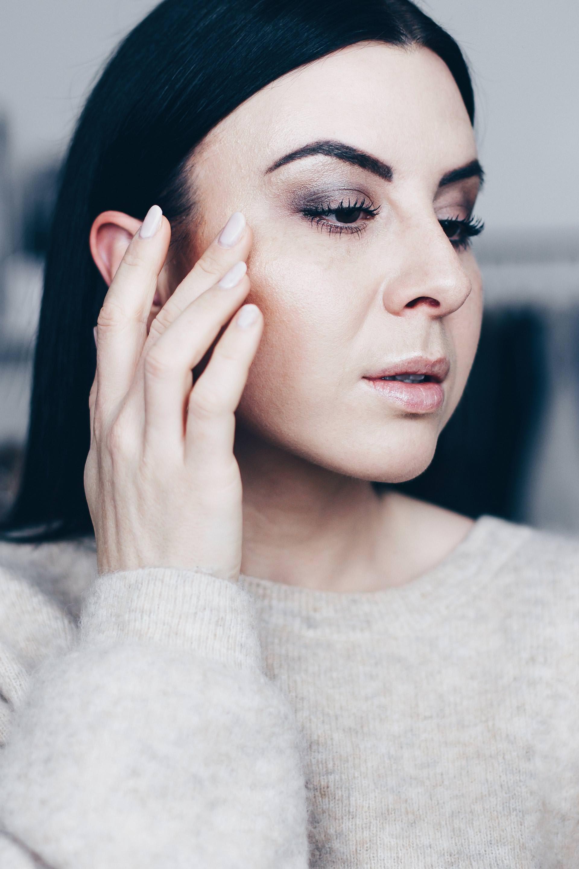 natürliches Makeup-Tutorial für braune Haut