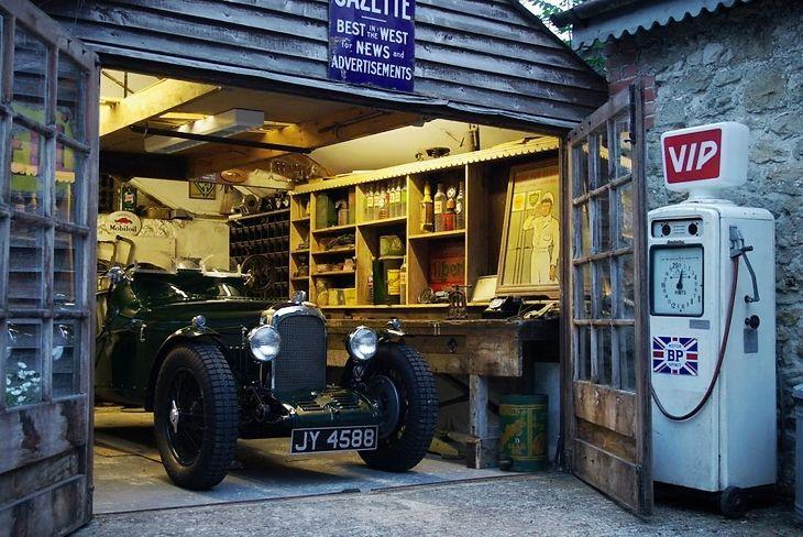 Staryj Garazh Classic Car Garage Classic Car Restoration Car Workshop
