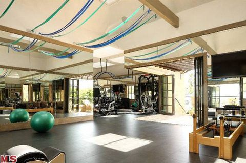 Inside The Just Finished Brentwood Megamansion That Tom Brady And