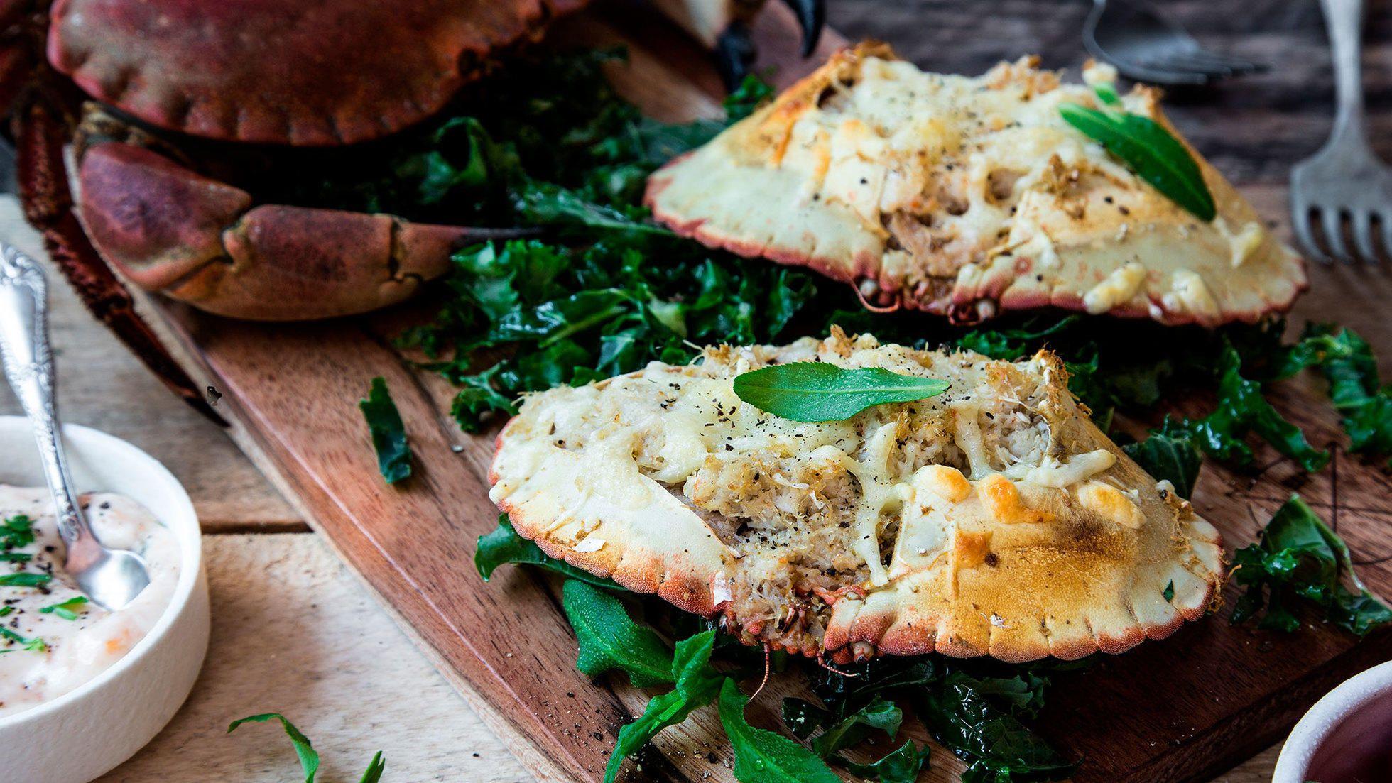 Gratinert krabbeskjell er en klassisk måte å tilberede krabben på når du ønsker en variasjon til naturell krabbe. Denne oppskriften er enkel og veldig god!