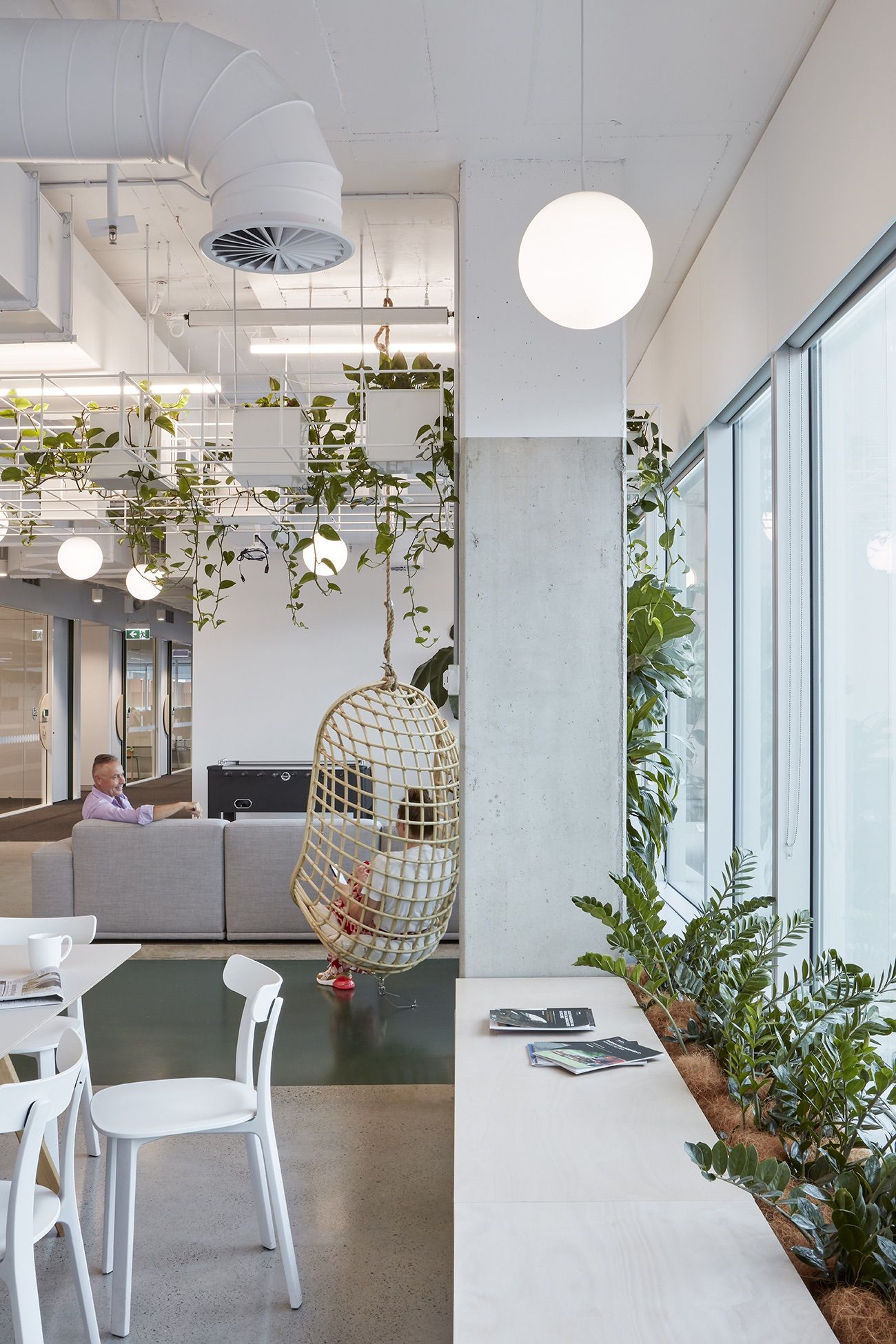 A Peek Inside Cardno S Biophilic Brisbane Hq Cool Office Space Australian Interior Design Interior Design Awards