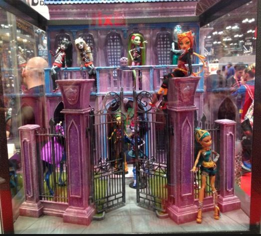 Monster High Displays. Please Zoom into pic to see the ...