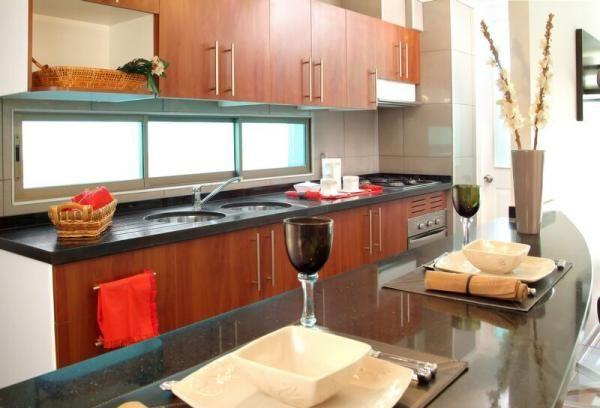 Tipps Ideen fenster küche fliesenspiegel schiebetüren holzschränke ...