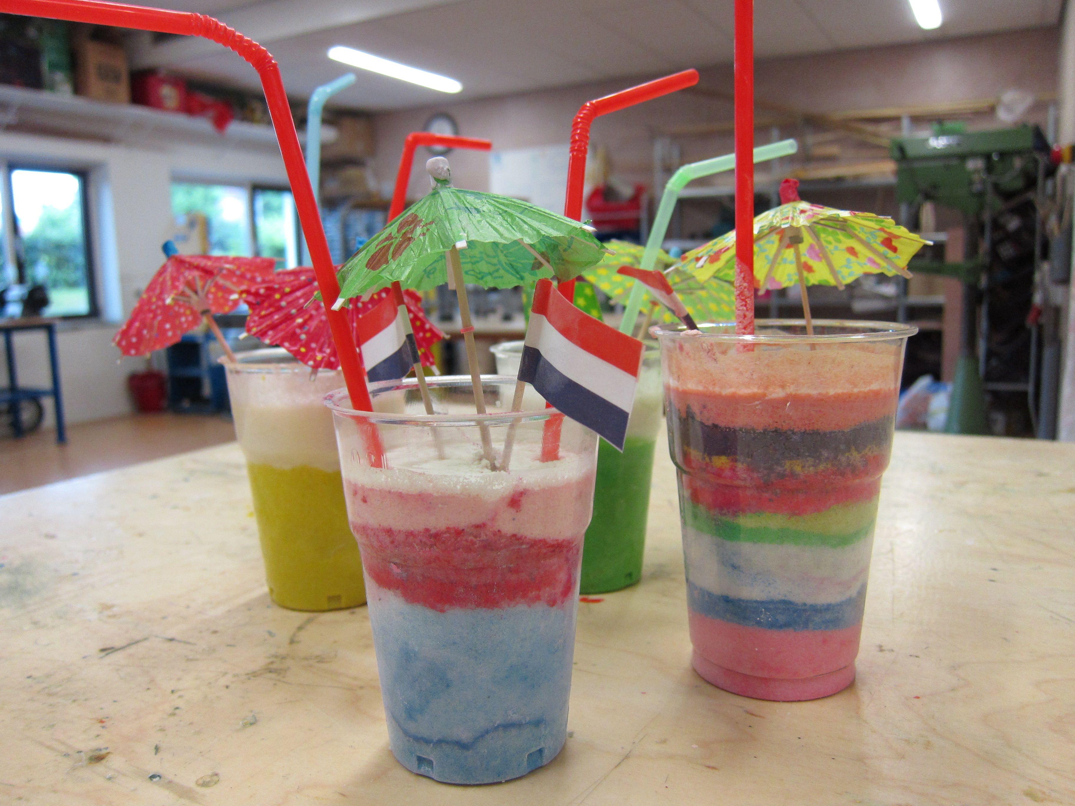 Tropisch drankje. nodig: zout, gekleurd stoepkrijt, zeef ...