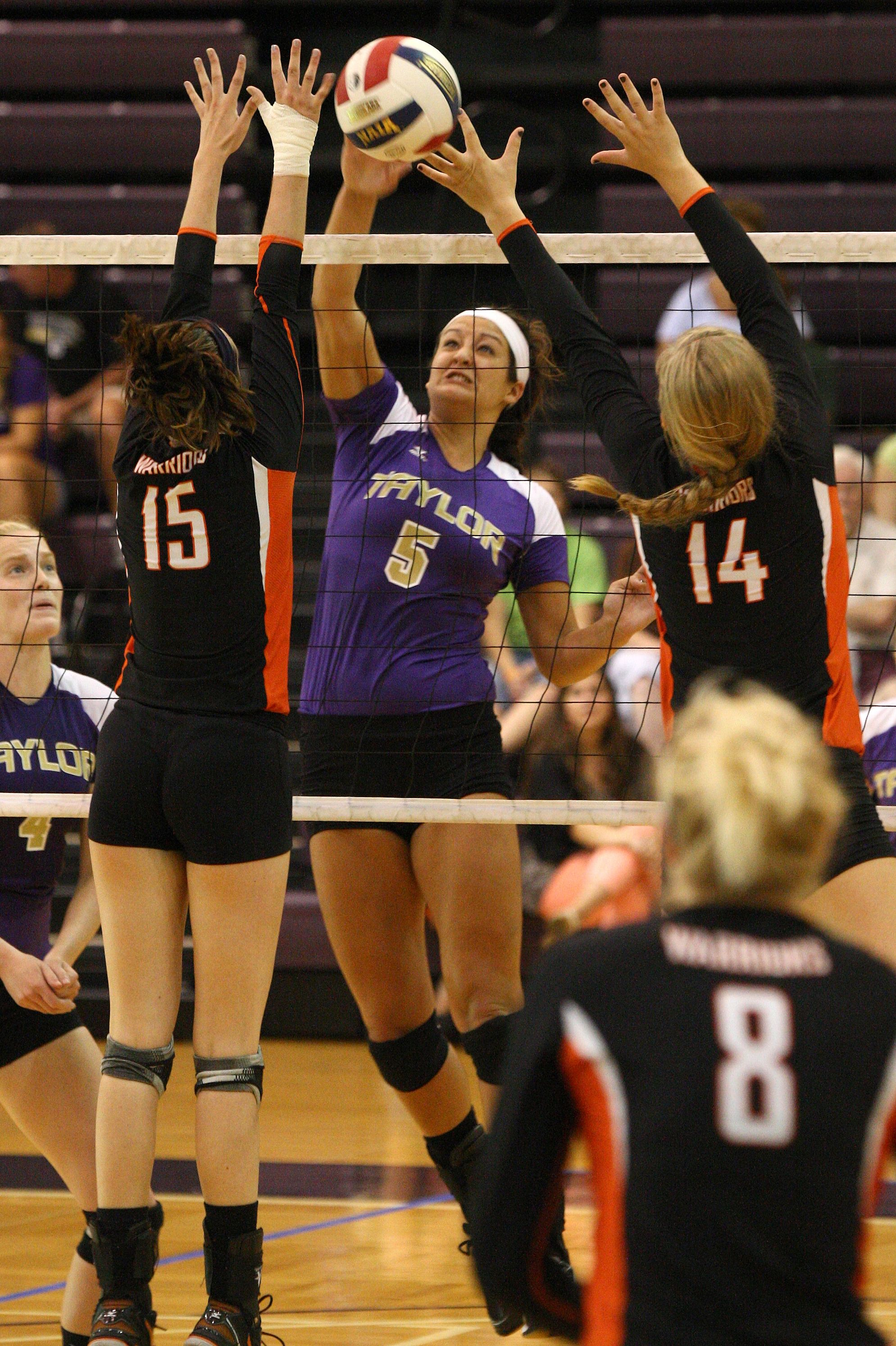 Volleyball At Taylor University Volleyball Tayloru Indiana Christian College Indiana Holistic Education